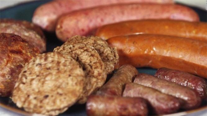 Xúc xích - một trong những loại thực phẩm thuộc nhóm