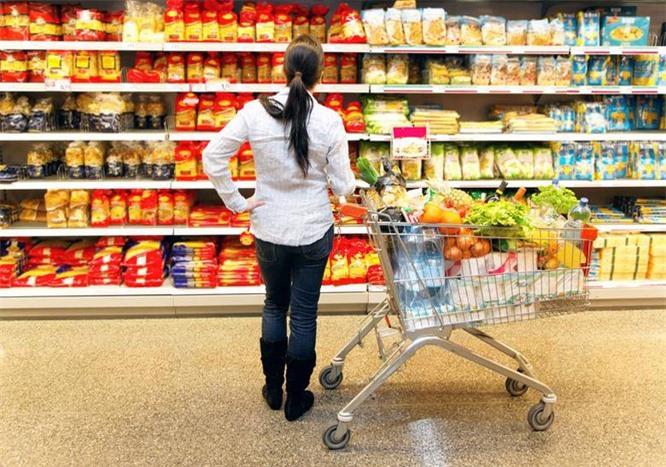 Lựa chọn thực phẩm thông minh là điều mà các nhà khoa học khuyến cáo (Ảnh: AP)