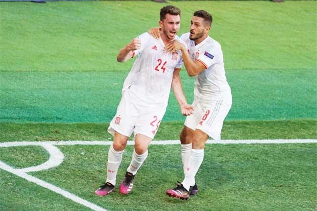 Laporte (24) là một trong những cầu thủ hiếm hoi thi đấu đủ các trận vòng bảng EURO 2020 của ĐT Tây Ban Nha