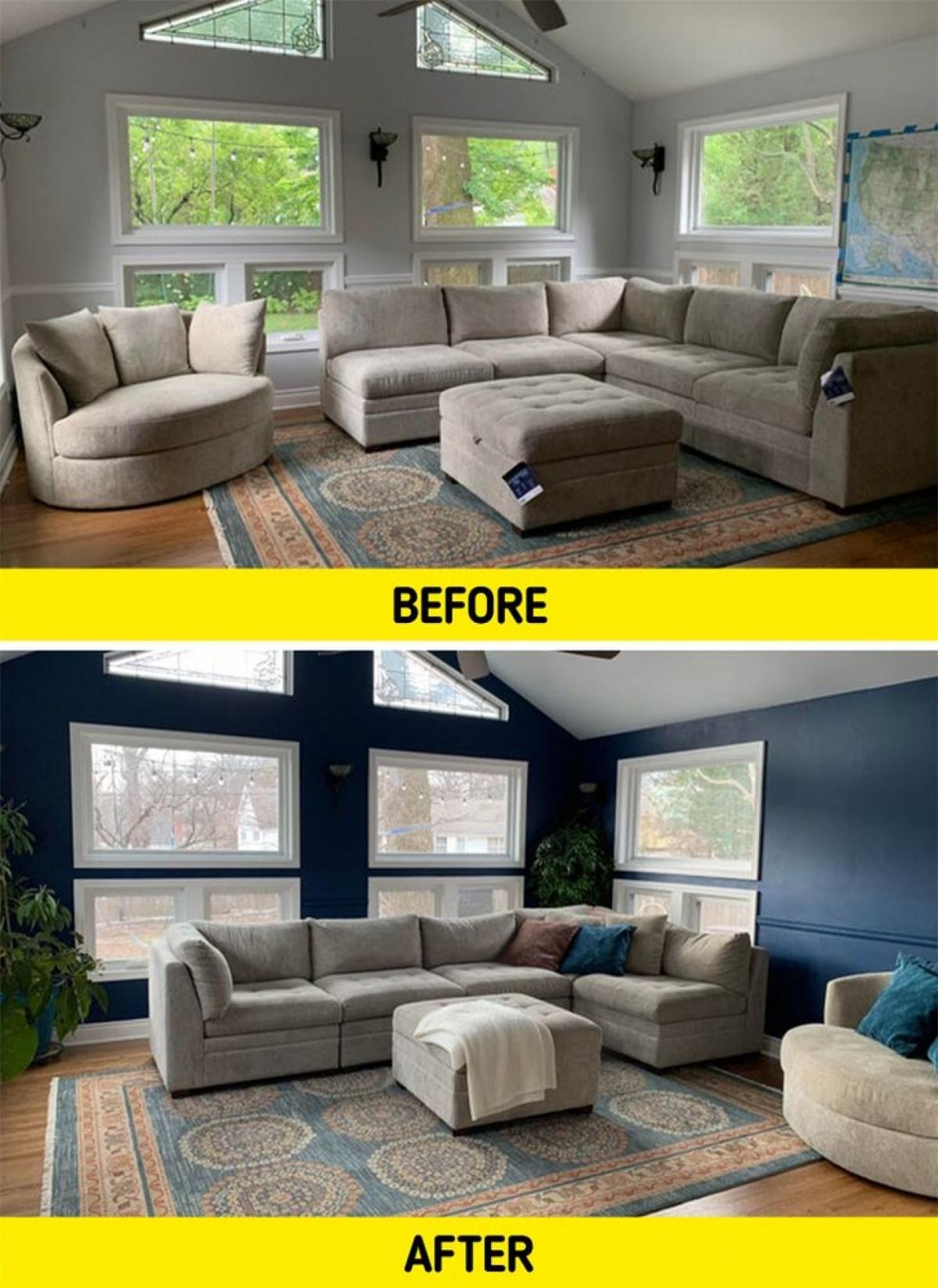 Màu sơn tường và bộ ghế sofa ở tấm hình 1 hòa lẫn với nhau khiến căn phòng tẻ nhạt. Sau khi được thay đổi diện mạo, căn phòng đã đầy sức sống.