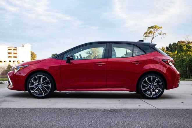10. Toyota Corolla Hatchback 2021 (sức chứa khoang hành lý: 504 lít).
