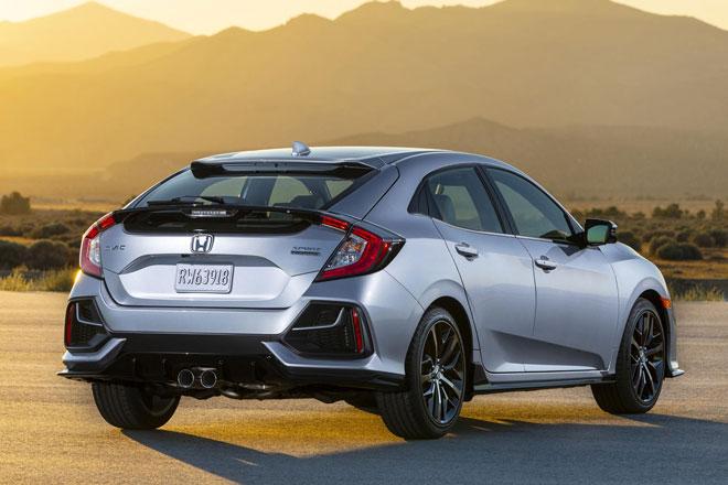 3. Honda Civic Hatchback 2021 (sức chứa khoang hành lý: 728 lít).
