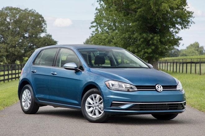 5. Volkswagen Golf 2021 (sức chứa khoang hành lý: 646 lít).