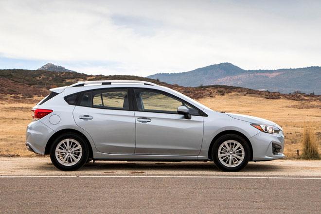 6. Subaru Impreza Hatchback 2021 (sức chứa khoang hành lý: 589 lít).