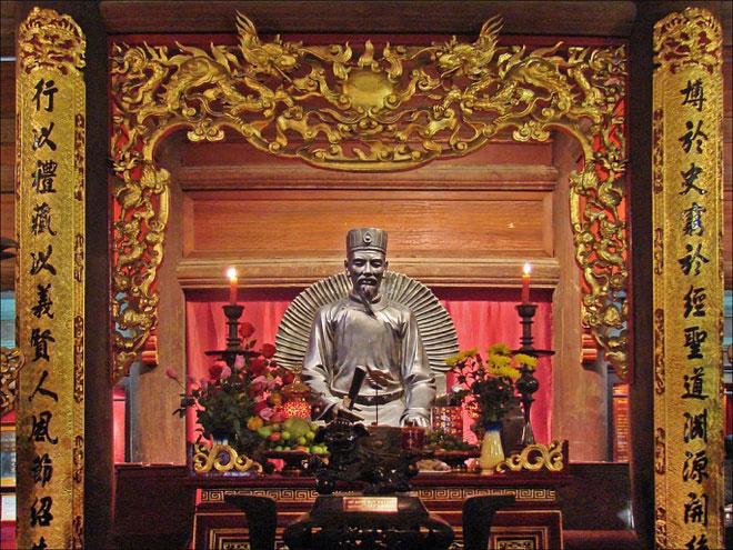 """Chu Văn An (thời Trần) được hậu thế suy tôn là """"Vạn thế sư biểu"""" của người Việt. Ông từng viết bộ sách Tứ thư thuyết ước, tóm tắt bốn bộ sách lớn là Luận ngữ, Mạnh tử, Đại học và Trung dung, làm giáo trình dạy học. Đây được xem là cuốn giáo trình dạy học đầu tiên của người Việt. Ảnh: Thư viện Lịch sử."""