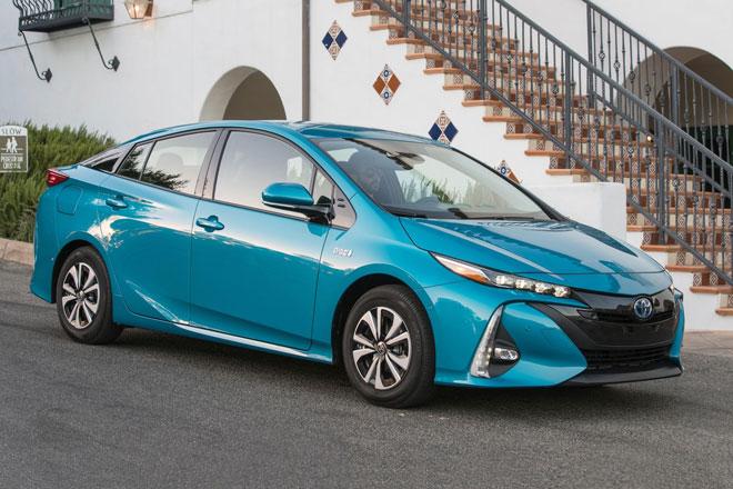 9. Toyota Prius Prime 2021 (sức chứa khoang hành lý: 561 lít).