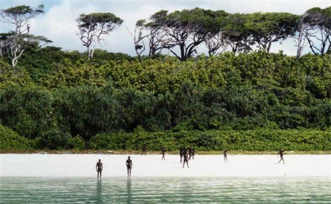 Bí ẩn bộ lạc không thèm giao tiếp với thế giới hơn 60.000 năm, cứ thấy người lạ tới gần là vác cung ra bắn chết - Ảnh 3.