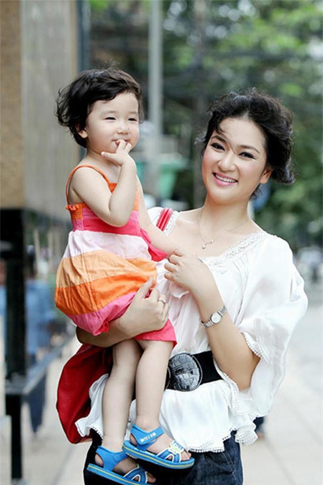 Con gái ruột hoa hậu Nguyễn Thị Huyền ở tuổi dậy thì: Mặt xinh, dáng nuột nà - Ảnh 5.