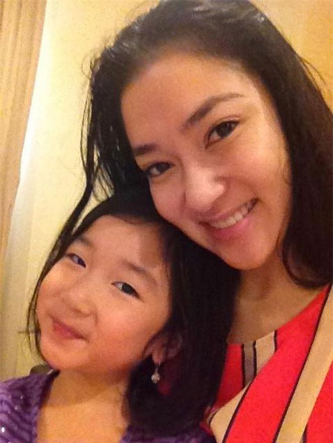 Con gái ruột hoa hậu Nguyễn Thị Huyền ở tuổi dậy thì: Mặt xinh, dáng nuột nà - Ảnh 6.