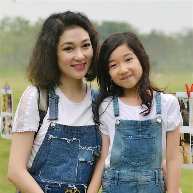 Con gái ruột hoa hậu Nguyễn Thị Huyền ở tuổi dậy thì: Mặt xinh, dáng nuột nà - Ảnh 7.