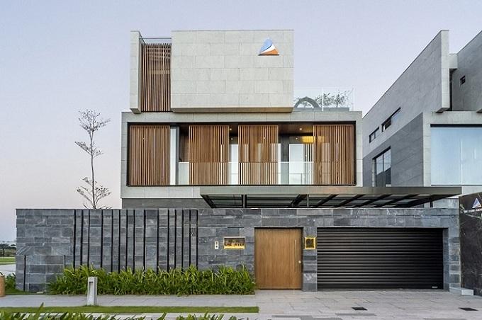 Mỗi villa được định giá hơn 1  triệu USD bàn giao hoàn thiện ngoại thất, riêng căn villa do ĐXMT hoàn thiện nội thất  có giá xấp xỉ 2 triệu USD cũng đã tìm được chủ nhân của mình chỉ sau một thời gian ngắn.