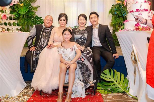 4 người cha dượng yêu thương con riêng của vợ như con ruột, cảm động nhất là câu chuyện của chồng NSND Hồng Vân - Ảnh 2.