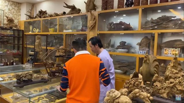 Sở hữu phòng trầm hương trị giá cả trăm tỷ đồng thế này nhưng NS Hoài Linh vẫn bị tố nợ tiền gỗ - Ảnh 4.
