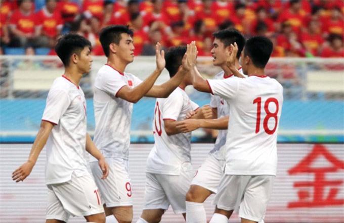 Tiến Linh lập cú đúp vào lưới Trung Quốc - Ảnh: VFF