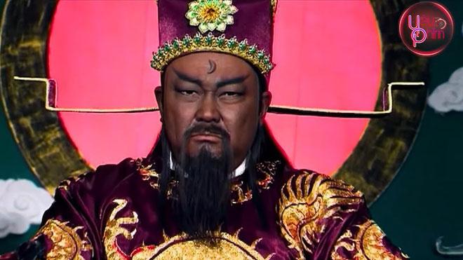 """Sau một năm làm phủ doãn Khai Phong phủ, Bao Công được thăng chức Thừa tướng, Ngự sử đài. Chức vụ cao nhất mà Bao Công đảm nhận ở cuối đời là Khu mật Phó sứ, tương đương Phó tể tướng. Theo Tống sử, hơn 30 người là đối tượng quyền quý, hoàng thân quốc thích trong xã hội đương thời đã bị Bao Chửng xử tội. Ca ngợi về tính cách liêm khiết, cương trực của Bao Công, nhà văn đời Tống là Âu Dương Tu đã nhận xét: """"Thuở nhỏ hiếu thuận, tiếng thơm khắp xóm làng, cuối đời chính trực, lưu danh khắp triều đình""""."""