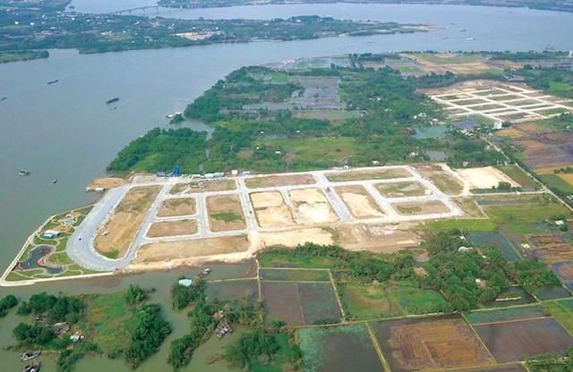 Theo hồ sơ của Công an tỉnh Đồng Nai, có hàng chục khách hàng tố chủ đầu tư dự án King Bay là Công ty CP Free Land và đơn vị phát triển dự án là Công ty CP Đầu tư Kinh doanh Bất động sản Star Beach xảy ra tại TP.HCM lừa đảo chiếm đoạt tài sản.