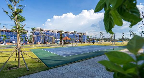 Sở hữu hàng loạt tiện ích nội khu như công viên ven sông, quảng trường, phố thương mại mua sắm, cách biển chỉ 800m là thế mạnh hiếm có của Castia Palm.