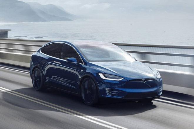 3. Tesla Model X Long Range Plus (phạm vi hoạt động/lần sạc: 597 km).