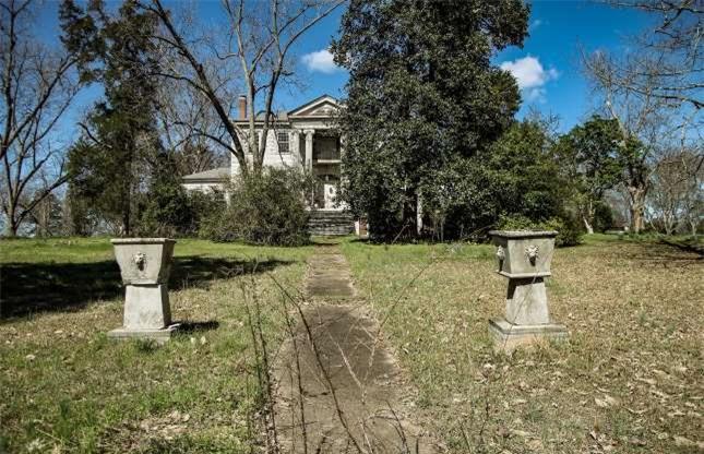 Ngôi biệt thự bỏ hoang bí ẩn với truyền thuyết được xây dựng trên đống vàng 1