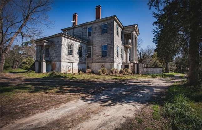 Ngôi biệt thự bỏ hoang bí ẩn với truyền thuyết được xây dựng trên đống vàng 5