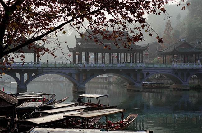Truyền thuyết những cây cầu ở Phượng Hoàng cổ trấn 12