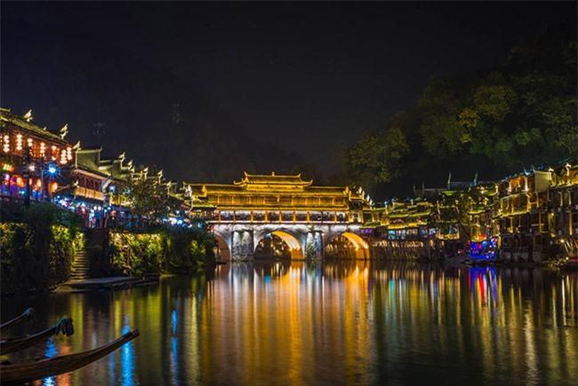 Truyền thuyết những cây cầu ở Phượng Hoàng cổ trấn 6