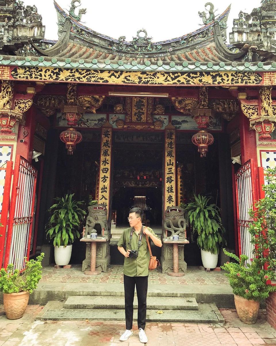Kiến An Cung hay còn gọi là chùa Ông Quách tọa lạc tại trung tâm thành phố Sa Đéc. Công trình kiến trúc tiêu biểu của văn hóa Trung Hoa này đã được công nhận là di tích lịch sử quốc gia năm 1990. Ảnh: Thanhper.