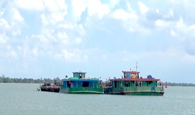Thu giữ 3 phương tiện thủy vận chuyển trái phép cát trên sông ngày 19/6/2021.