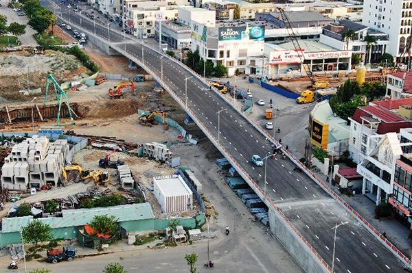 Cầu vượt d dường 2 Tháng 9 trong cụm nút giao thông phía Tây cầu Trần Thị Lý đã cơ bản hoàn thành