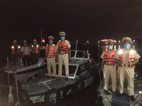 Lực lượng Cảnh sát Đường thuỷ TP.HCM ra quân truy bắt các đối tượng khai thác cát trái phép.