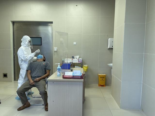 Bộ Y tế công khai mức phí xét nghiệm Covid-19 tại TP.HCM.