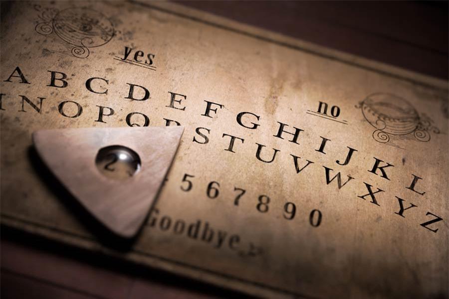 Bí ẩn xoay quanh trò chơi Ouija và vụ án mạng cầu cơ - Ảnh 1.