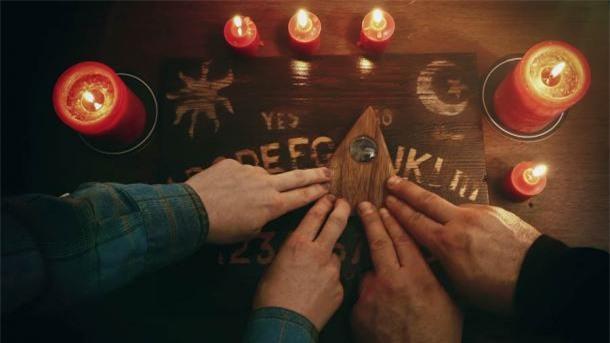 Bí ẩn xoay quanh trò chơi Ouija và vụ án mạng cầu cơ - Ảnh 3.