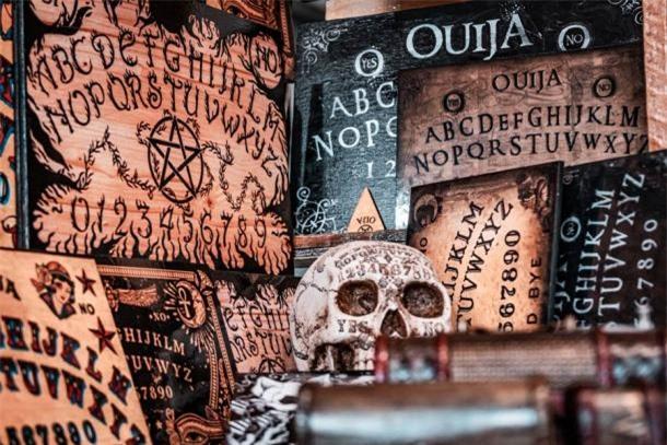 Bí ẩn xoay quanh trò chơi Ouija và vụ án mạng cầu cơ - Ảnh 5.