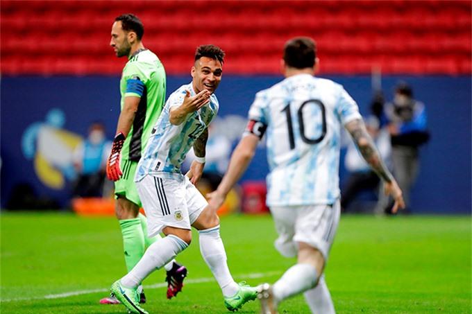 Messi kiến tạo cho Lautaro Martinez mở tỷ số