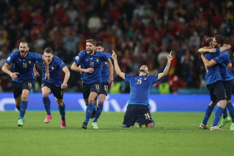 Niềm vui chiến thắng của các cầu thủ Italia.
