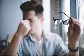Người bị đột quỵ não thường bị suy giảm thị lực.