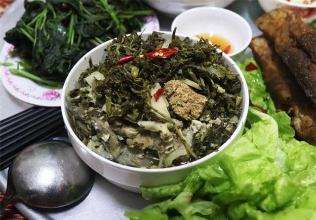 Món rau muối chua dân dã ở Phú Thọ mang về Thủ đô thành đặc sản hiếm có giúp người bán kiếm tiền triệu mỗi ngày - Ảnh 4.