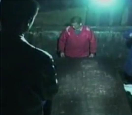 Vừa mở ngôi mộ nghìn năm tuổi, chuyên gia run rẩy khi thấy bóng người trắng toát in trên nắp quan tài: Bí mật được hé lộ! - Ảnh 1.