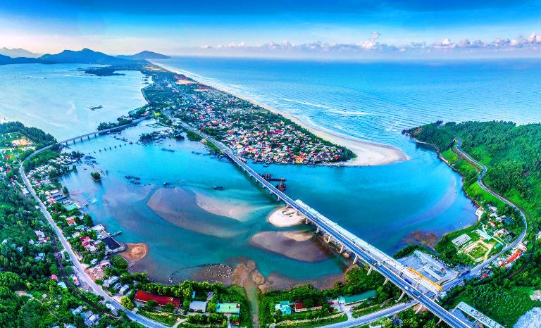 chậm nhất đến năm 2025, Khu du lịch Lăng Cô - Cảnh Dương sẽ là khu du lịch quốc gia đầu tiên của tỉnh