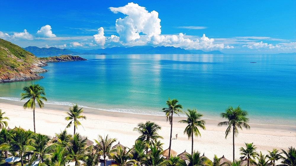 Ngành du lịch Khánh Hòa đề xuất ưu tiên nhóm khách nghỉ dưỡng biển, sử dụng dịch vụ du lịch khép kín tại các khu du lịch, chơi golf, ít di chuyển.