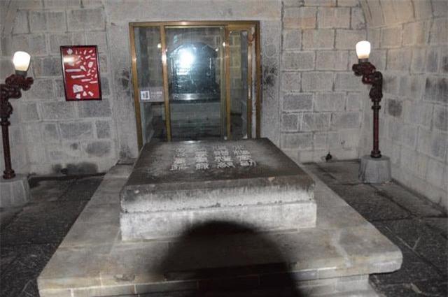 Khai quật lăng mộ Bao Công, đội khảo cổ bị ông lão qua đường chặn lại: Dừng tay, đào nhầm rồi! - Ảnh 2.