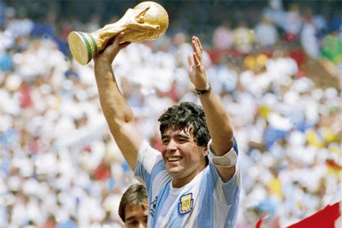 Top 5 cầu thủ có sức ảnh hưởng làm thay đổi lịch sử bóng đá thế giới - Ảnh 4.