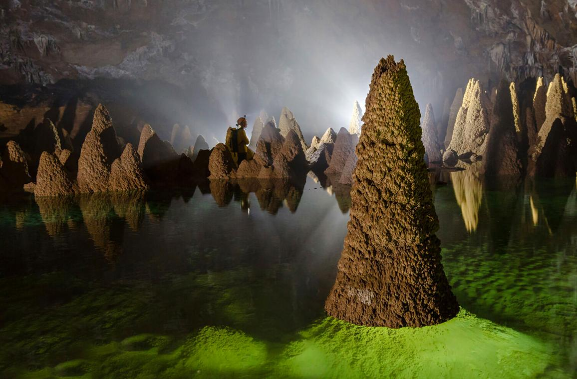 Hang Én là một trong những hang động lớn nhất thế giới, nằm trong khu vực trung tâm của Vườn quốc gia Phong Nha - Kẻ Bàng (Quảng Bình), đây là khu vực tự nhiên tuyệt đẹp và được bảo tồn tốt nhất ở Việt Nam