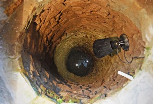 Chiếc giếng cổ trong nhà Steer. (Ảnh: Cater News ).