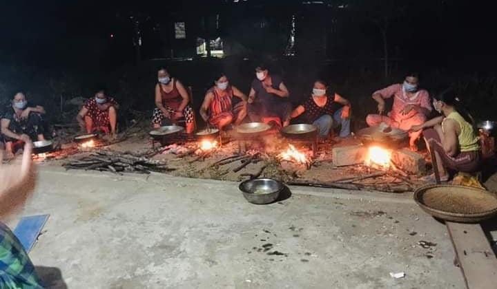 Gần 40 tấn thực phẩm, hàng hoá đều do chính tay người dân quê nhà Thừa Thiên Huế làm ra để gửi đến bà con vùng dịch.