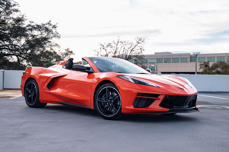 3. Chevrolet Corvette Convertible 2021 (giá khởi điểm: 60.995 USD).