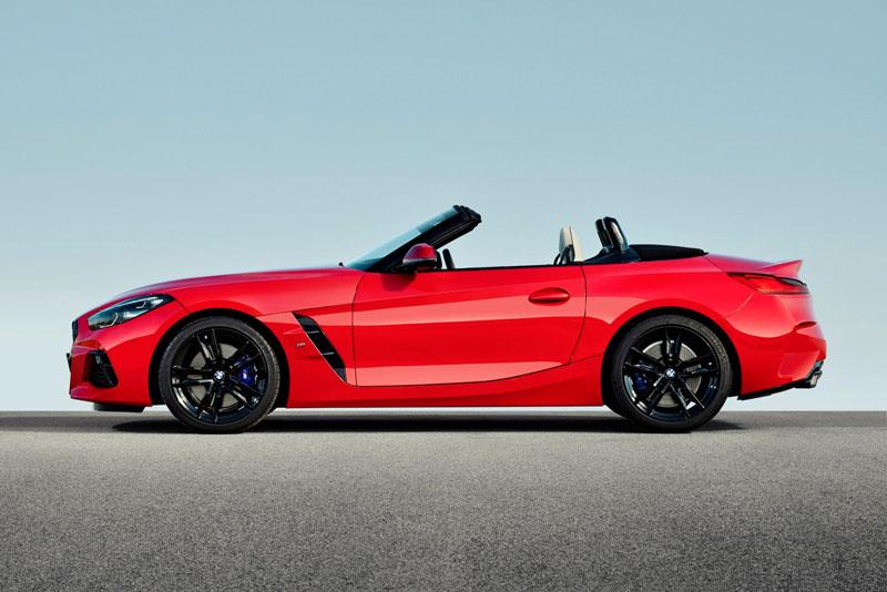 4. BMW Z4 Roadster 2021 (giá khởi điểm: 50.695 USD).
