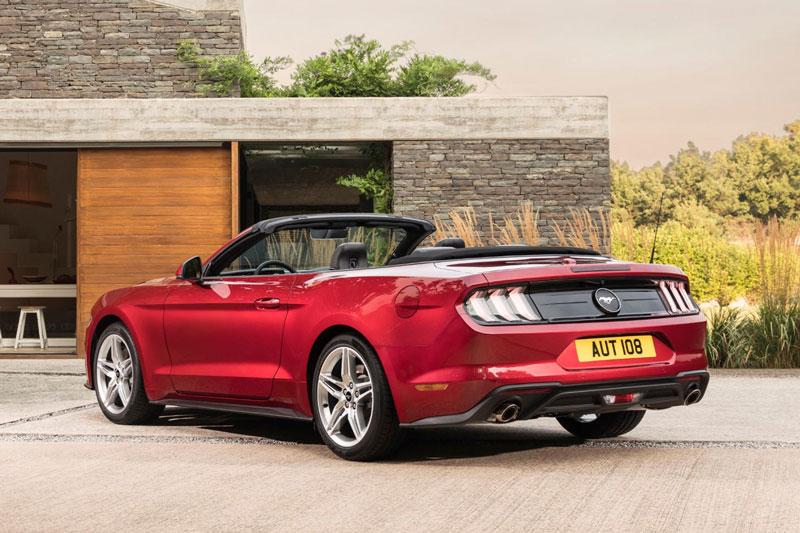 5. Ford Mustang Convertible 2021 (giá khởi điểm: 28.400 USD).