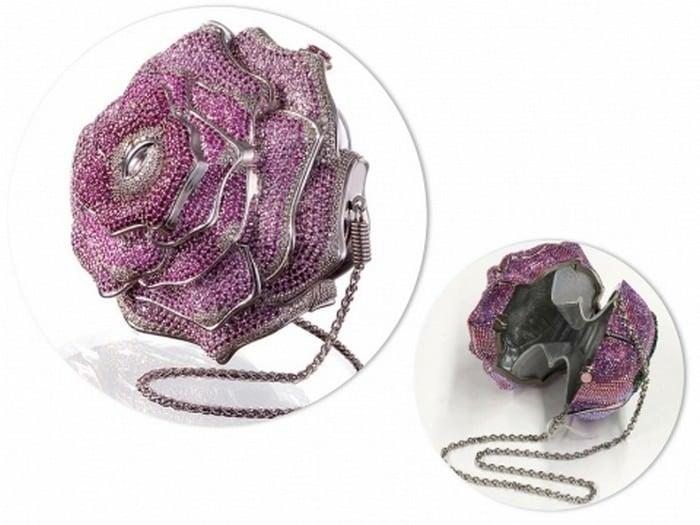 7. Túi hoa hồng quý giá Judith Leiber: Trị giá 92.000 USD – Tương đương 2,1 tỷ đồng.